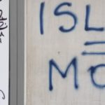 Les locaux de L'ACORT ont été tagués avec l'inscription  « ISLAM=MORT ».
